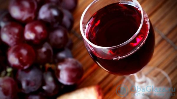 Красное вино поможет сохранить зрение