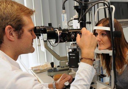 Диагностика трахомы при помощи щелевой лампы